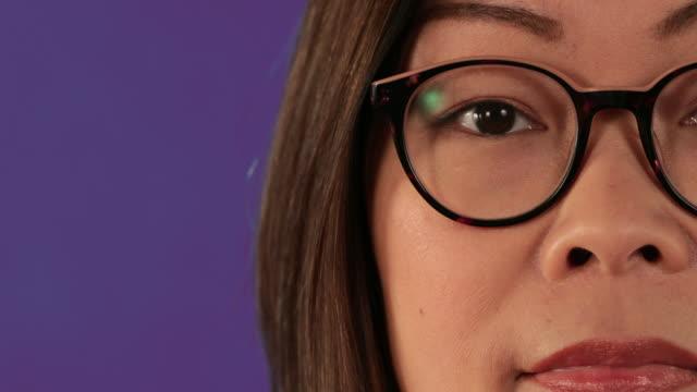 vidéos et rushes de lunettes close up - lunettes de vue