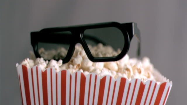 vídeos de stock, filmes e b-roll de 3d glasses falling in super slow motion - óculos de terceira dimensão