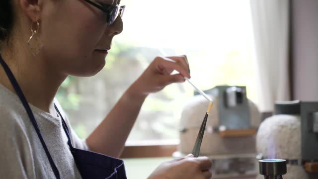 vidéos et rushes de faire des verriers verre accessoires à domicile ateliers - artisanat