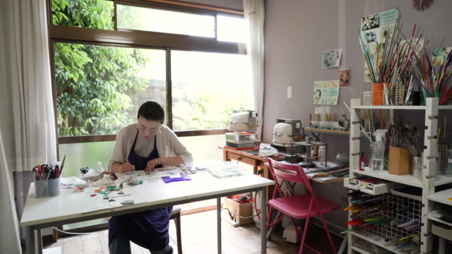Glassworkers make glass accessories at home ateliers