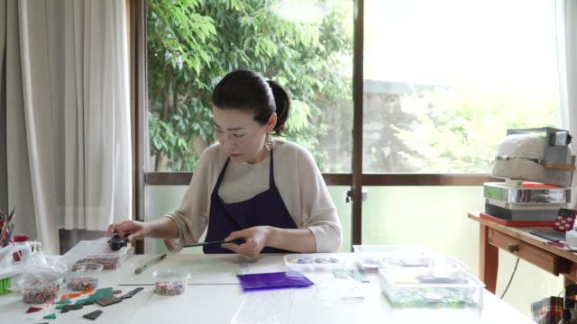 Glassworkers machen Glas Accessoires zu Hause ateliers