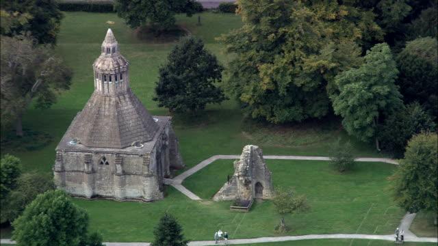 glastonbury abbey-luftaufnahme-england, somerset, mendip bezirk vereinigtes königreich - somerset england stock-videos und b-roll-filmmaterial