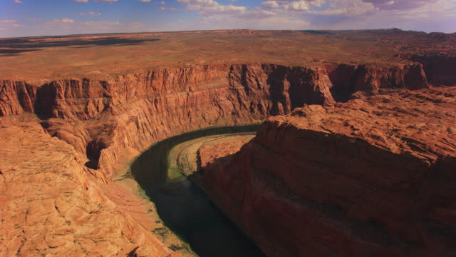 太陽の下のエアリアル グレン キャニオンとコロラド川 - グランドキャニオン点の映像素材/bロール