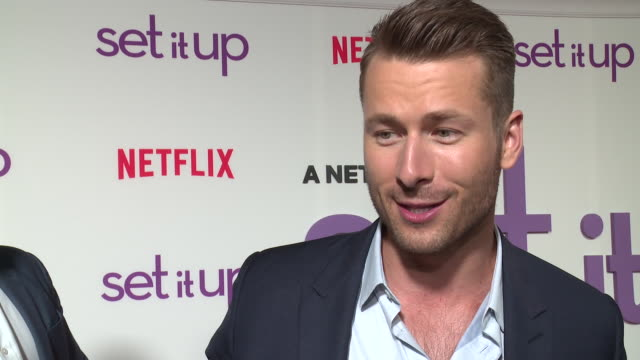 interview – glen powell on his favorite moment shooting the movie which of his costars would most likely be found hanging out at craft services who... - skådespelare bildbanksvideor och videomaterial från bakom kulisserna