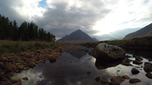 glencoe mountain dusk - schottisches hochland stock-videos und b-roll-filmmaterial