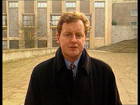 glenda hoskins murder:; b)een england: hants: winchester: ext reporter to camera sof - b rolle stock-videos und b-roll-filmmaterial