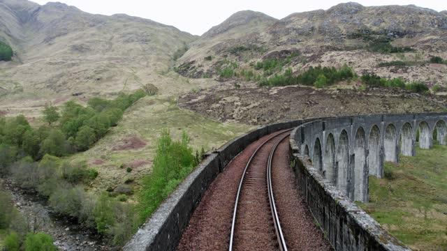 glenfinnan viaduct bridge - railway track点の映像素材/bロール