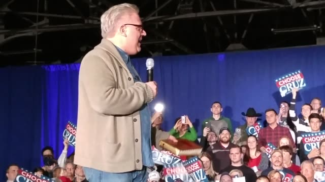 vídeos de stock, filmes e b-roll de glenn beck hosts an american rally with gop presidential candidate ted cruz his vicepresidential running mate carly fiorina and wife heidi cruz ahead... - primary election