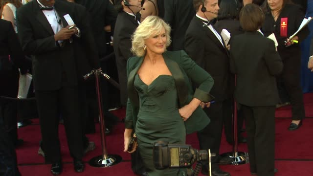 vídeos de stock e filmes b-roll de glenn close at 84th annual academy awards - arrivals on 2/26/12 in hollywood, ca. - glenn close