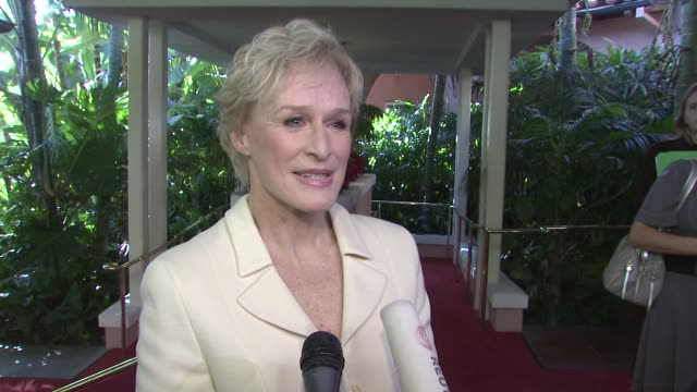 vídeos y material grabado en eventos de stock de glenn close on the event, what it takes to be a powerful woman in hollywood, the new season of 'damages' at the hollywood reporter's annual women in... - glenn close
