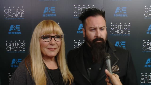 glenn hetrick and ve neill on being at the event at the 2015 critics' choice television awards at the beverly hilton hotel on may 31, 2015 in beverly... - 放送テレビ批評家協会賞点の映像素材/bロール