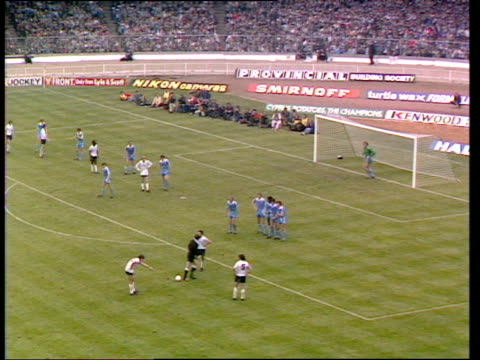 glenn hoddle freekick deflected into net by tommy hutchinson dejected hutchinson helped to his feet by goalkeeper joe corrigan manchester city vs... - fa cup stock-videos und b-roll-filmmaterial