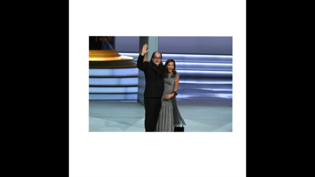 vídeos de stock, filmes e b-roll de glenn weiss winner of the outstanding directing for a variety special award for 'the oscars' proposes marriage to jan svendsen onstage during the... - 70th annual primetime emmy awards