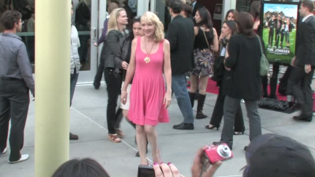 vídeos de stock e filmes b-roll de glenne headly at the joneses premiere arclight in hollywood at the celebrity sightings in los angeles at los angeles ca - glenne headly