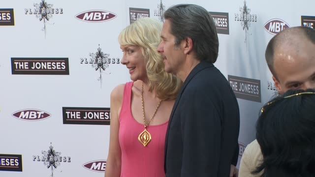 vídeos de stock e filmes b-roll de glenne headly gary cole at the 'the joneses' premiere at hollywood ca - glenne headly