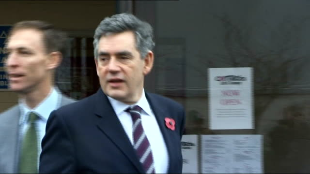 labour victory lib scotland fife glenrothes gordon brown and sarah brown with candidate lindsay roy during gelnrothes byelection campaign visit - ゴードン ブラウン点の映像素材/bロール
