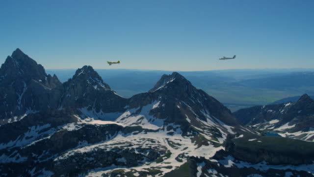 glider being towed behind airplane in front of the teton mountains - grand teton stock videos & royalty-free footage