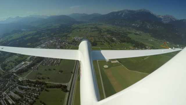 ld glider looping above a town on a sunny day - sustainable energy stock videos & royalty-free footage