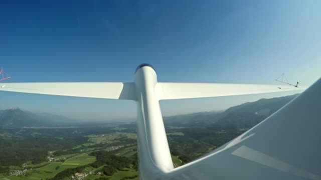 speed up: glider looping in the sky in sunshine - glider stock videos & royalty-free footage