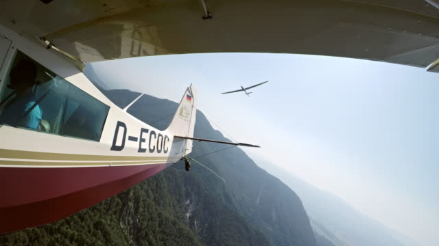 ld glider releasing the tow plane high in the sunny sky - glider stock videos & royalty-free footage