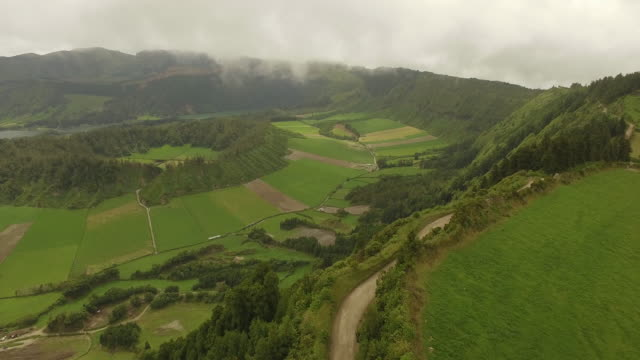 gliding above azores island - アゾレス諸島点の映像素材/bロール