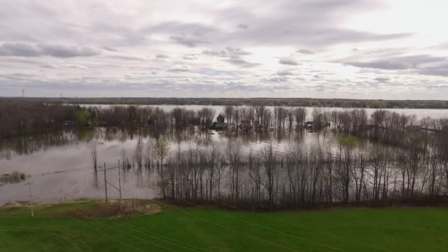 gliding back from flooded houses to power lines during eastern canada flood - notfallplan konzepte stock-videos und b-roll-filmmaterial