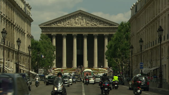 l'église de la madeleine, paris, france - rue royale stock-videos und b-roll-filmmaterial