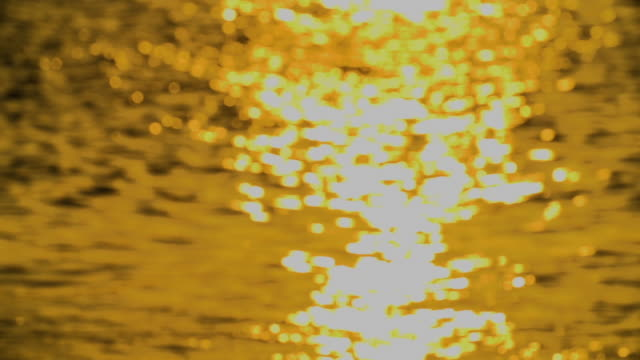 Glistening pan on ocean surface at sunset