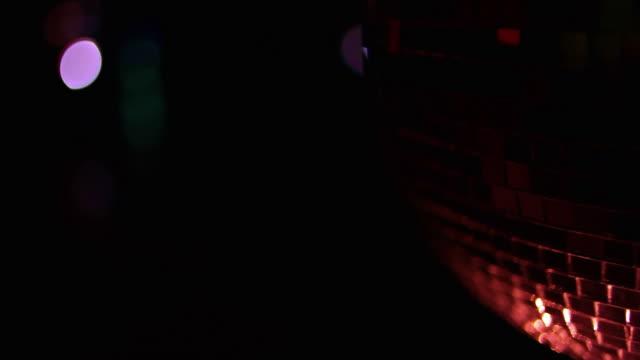 vídeos de stock e filmes b-roll de glitter bola - bar clandestino