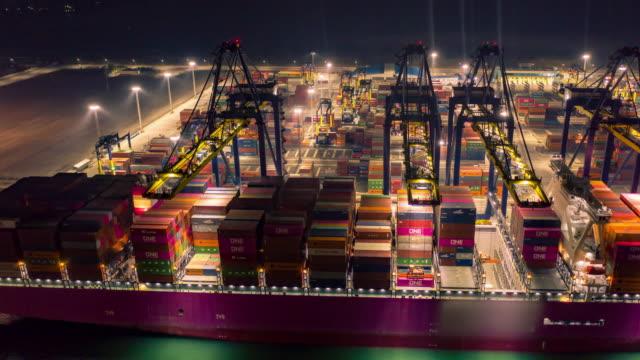 attività globale di merci cargo, esportazioni internazionali di importazioni - business finance and industry video stock e b–roll