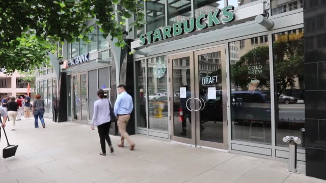 vídeos de stock, filmes e b-roll de global coffeehouse chain starbucks closed more than 8000 stores in the us on tuesday afternoon to conduct racialbias education for its some 75000... - starbucks