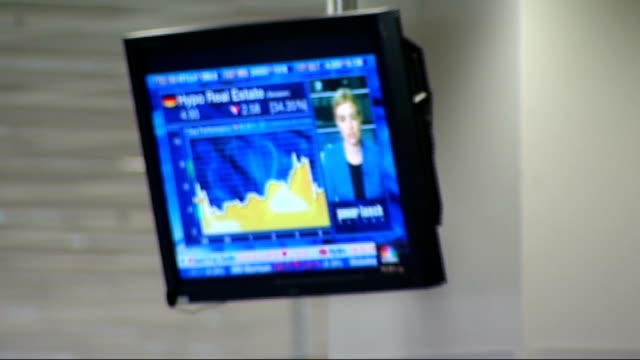 merrill lynch trading floor england london merrill lynch int traders on merrill lynch trading floor talking on telephones and looing at computer... - 2008 stock videos and b-roll footage