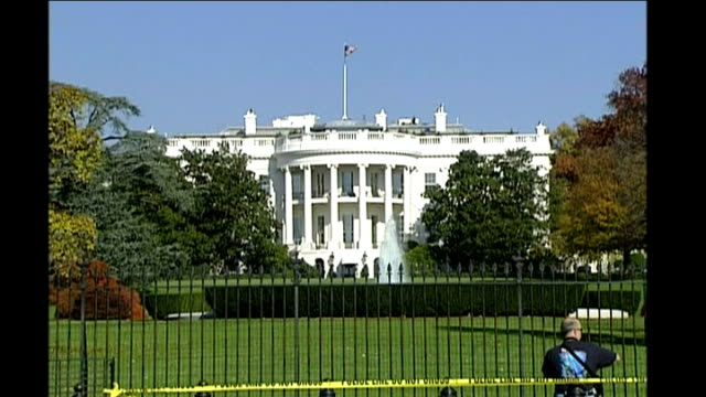 senate approves financial bailout bill / house of representatives next to vote date exterior of the white house - 緊急援助点の映像素材/bロール