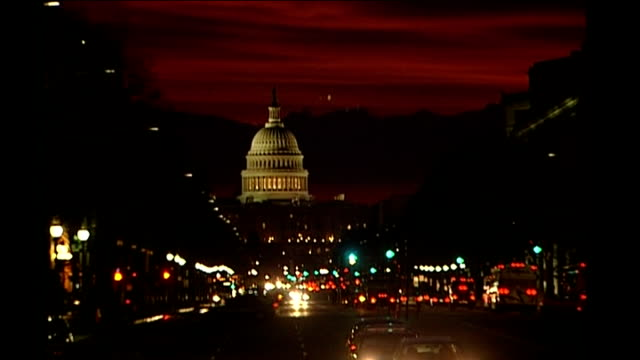 senate approves financial bailout bill / house of representatives next to vote ext capitol building seen at far end of busy road dome of capitol... - 緊急援助点の映像素材/bロール
