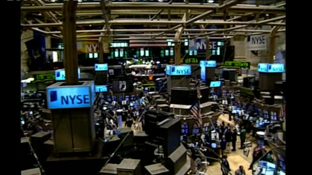 stockvideo's en b-roll-footage met stock markets fall sharply following lehman collapse new york stock exchange good shots traders on trading floor - 2008