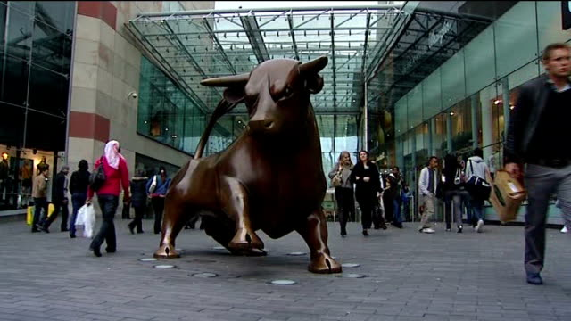 stocks rally as hopes continue for financial bailout england birmingham ext shoppers along at bull ring shopping centre includng good shot of bronze... - 緊急援助点の映像素材/bロール