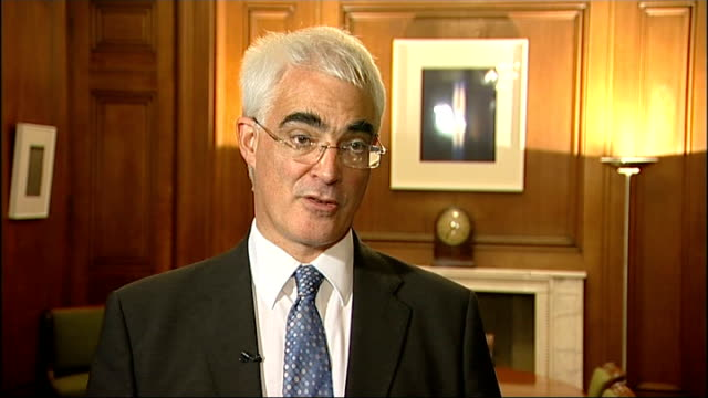 bailout deal for british banks planned location unknown int alistair darling mp interview sot working closely with governor of the bank of england... - 緊急援助点の映像素材/bロール