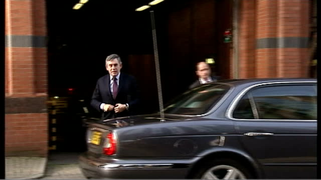 global financial crisis: gordon brown addresses business leaders in birmingham; england: west midlands: birmingham: ext gordon brown mp arriving by... - mp stock-videos und b-roll-filmmaterial