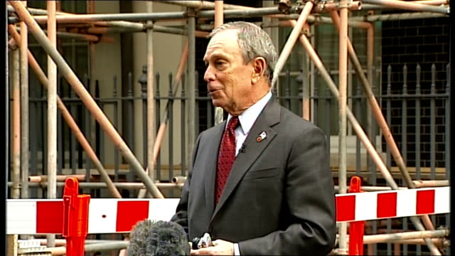 vídeos de stock, filmes e b-roll de global financial crisis: michael bloomberg in downing street; ext michael bloomberg statement to press sot - honoured to be back here / honour of... - major road
