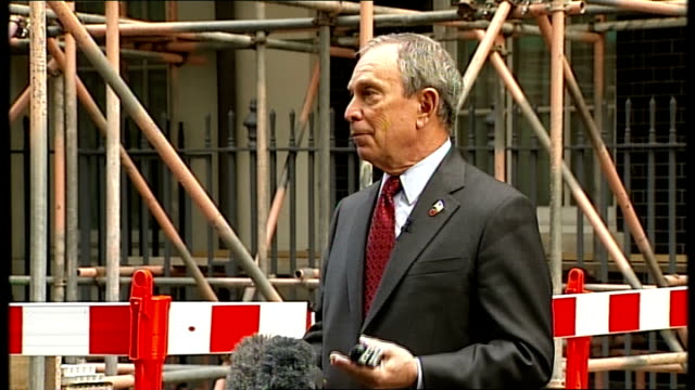 michael bloomberg in downing street michael bloomberg speaking to press continued sot the american bailout was passed only a few days ago / think its... - 緊急援助点の映像素材/bロール