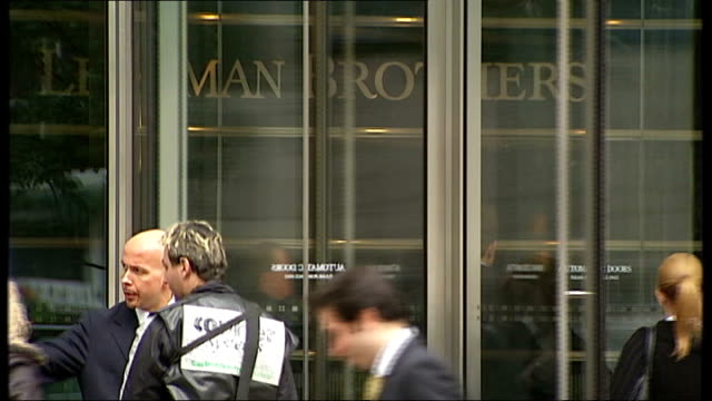 vídeos y material grabado en eventos de stock de rise in unemployment t16090803 canary wharf ext revolving doors with lehman brothers sign seen on reception wall lehman brothers investment bank... - crisis