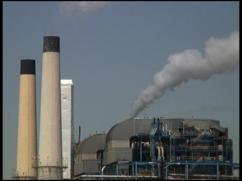 global warming: power station towers - letterbox format bildbanksvideor och videomaterial från bakom kulisserna