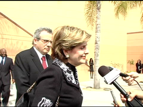 vídeos de stock e filmes b-roll de gloria allred at the funeral of johnnie l cochran, jr arrivals at west angeles cathedral in los angeles, california on april 6, 2005. - cathedral