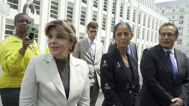gloria allred, the high-profile american women's rights lawyer, speaks to reporters after r. kelly's brooklyn federal court's second hearing. gloria... - pressekonferenz stock-videos und b-roll-filmmaterial