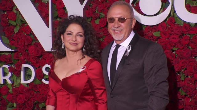 vídeos y material grabado en eventos de stock de gloria and emilio estefan at 2016 tony awards red carpet at the beacon theatre on june 12 2016 in new york city - emilio estefan