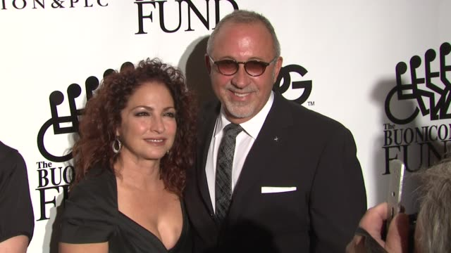 vídeos y material grabado en eventos de stock de gloria estefan and emilio estefan at the 25th great sports legends dinner to benefit the buoniconti fund at new york ny - emilio estefan