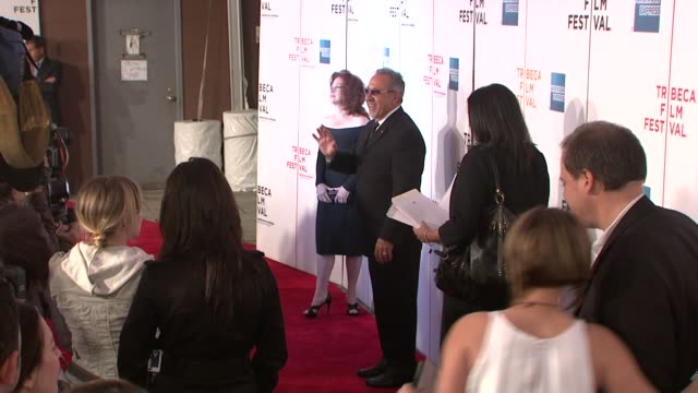 vídeos y material grabado en eventos de stock de gloria estefan and emilio estefan at the 90 miles the documentary premiere at the 7th annual tribeca film festival at the borough of manhattan... - emilio estefan