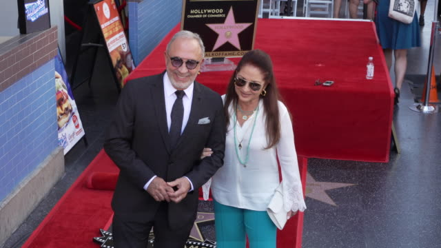 vídeos y material grabado en eventos de stock de gloria estefan and emilio estefan at the tommy mottola honored with a star on the hollywood walk of fame on october 10 2019 in hollywood california - emilio estefan