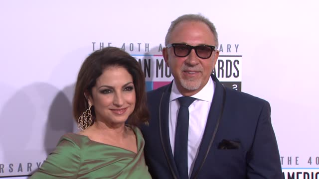 vídeos y material grabado en eventos de stock de gloria estefan emilio estefan at the 40th american music awards arrivals on in los angeles ca - emilio estefan
