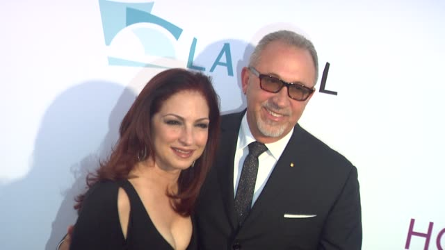 vídeos y material grabado en eventos de stock de gloria estefan emilio estefan at the the 2011 hollywood bowl hall of fame ceremony honoring harry connick jr and gloria estefan at los angeles ca - emilio estefan